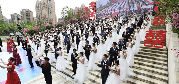 Group wedding ceremony held in Hangzhou, east China