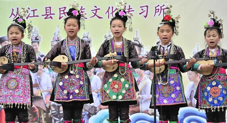 Students promote traditional culture of Dong ethnic group in SW China