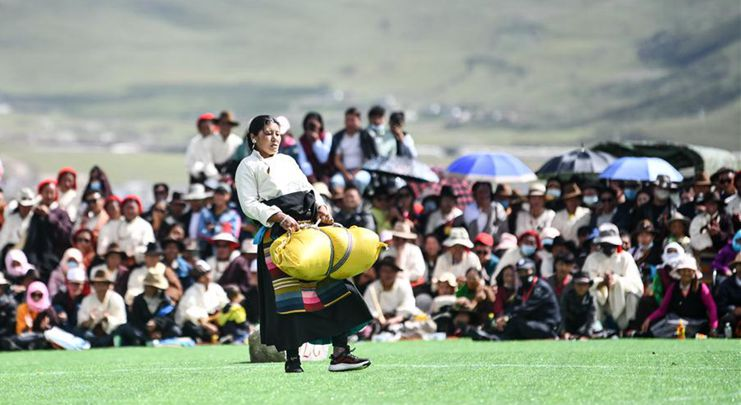 Dangjiren horse racing festival in SW China's Tibet